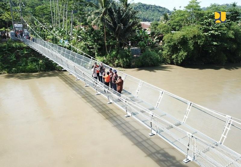 Kementerian PUPR Bangun Jembatan Gantung Teknologi Judesa Hubungkan Desa Terpencil di Cianjur