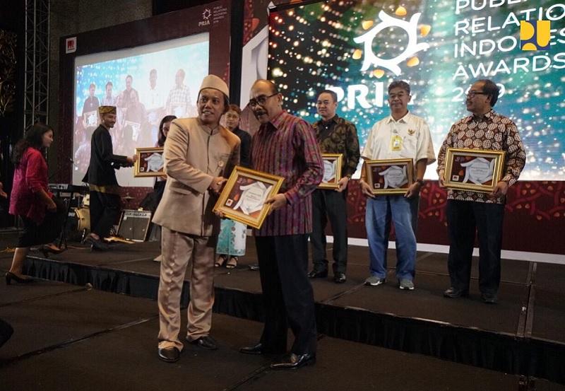 Kementerian PUPR Menerima Penghargaan Terpopuler di Media Pada Public Relations Indonesia Awards 2019