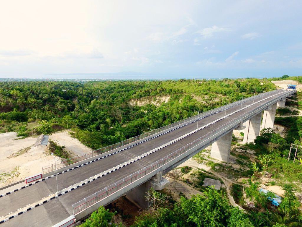 Jembatan Petuk di Kupang, NTT. Panjang 320 meter. Dimulai September 2015 dan selesai Oktober 2017. Nilai kontrak Rp. 235,5 Milyar.